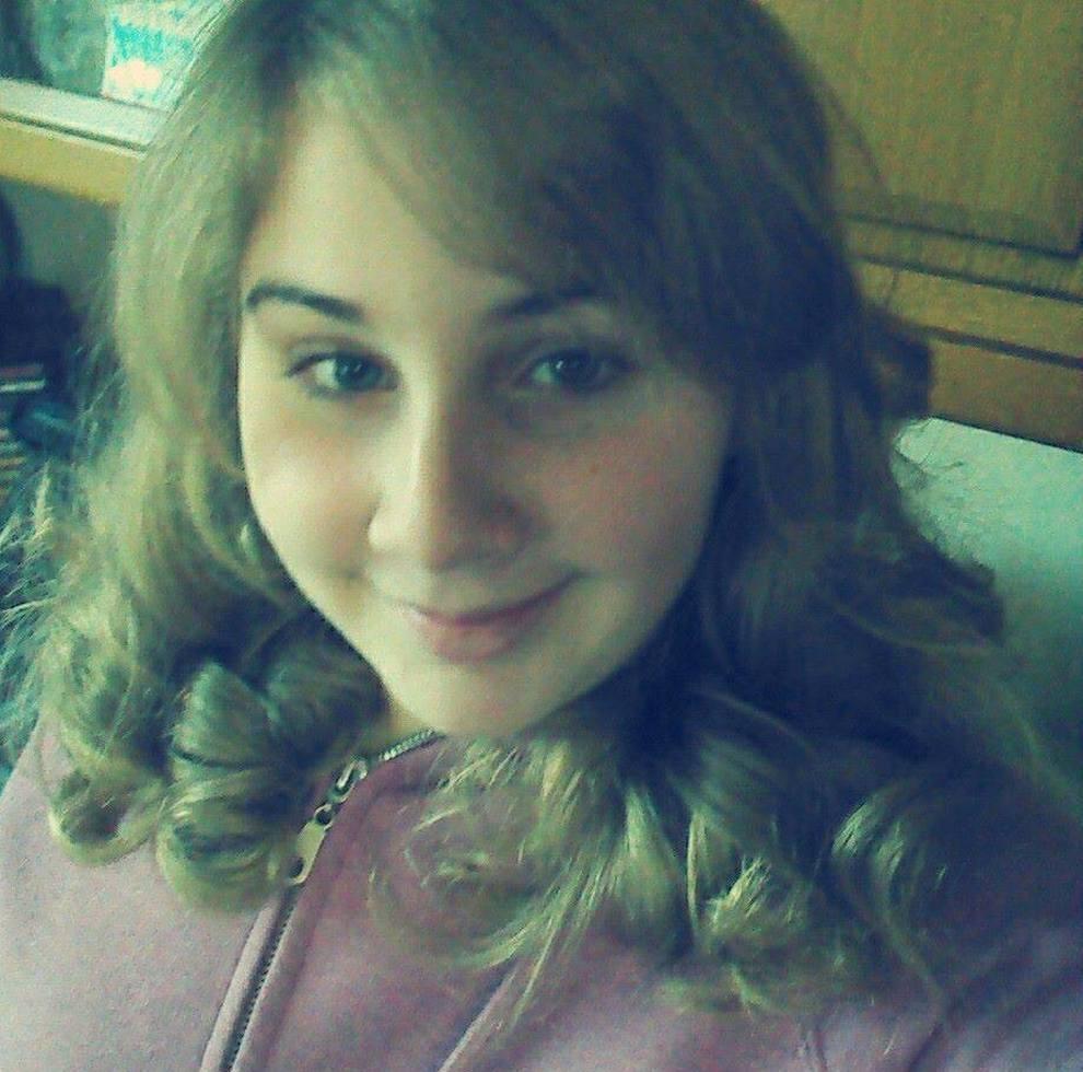 5e0759dcffa5 Papà rientra in casa e trova la figlia morta  Elena aveva 16 anni