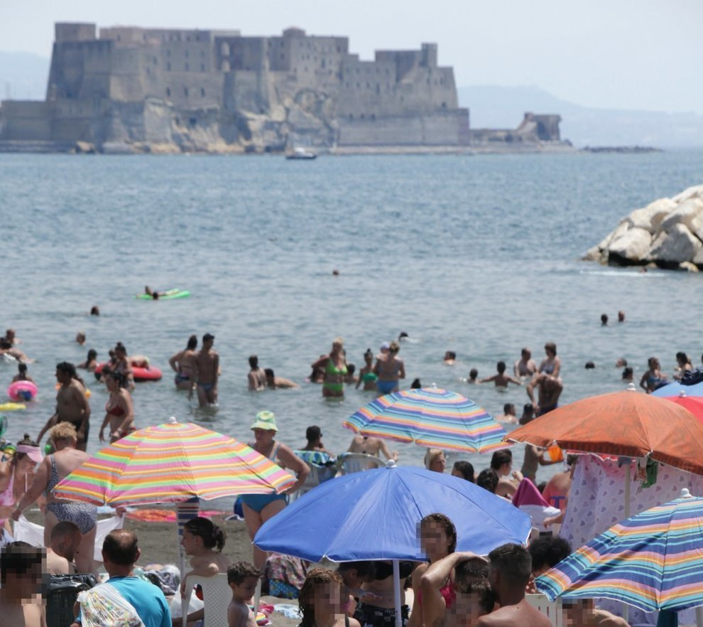 Napoli I Lidi Già Riaprono Con Il Sole Di Primavera