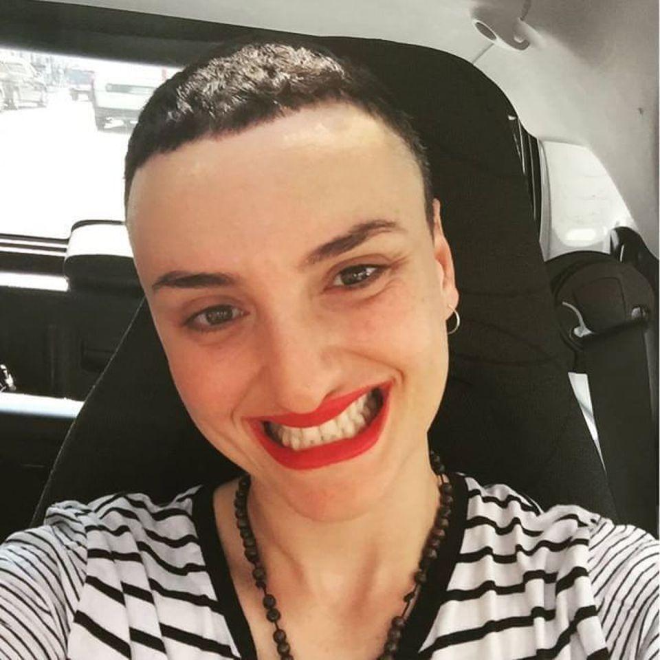 Arisa cambia look e gli utenti la insultano, lei si sfoga: Siete degli xenofobi, vi blocco tutti