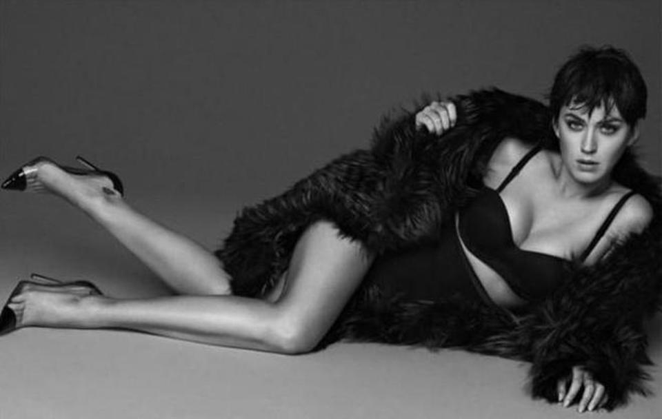 Katy Perry, scatti sexy in intimo su Vogue con il nuovo taglio 'sbarazzino'
