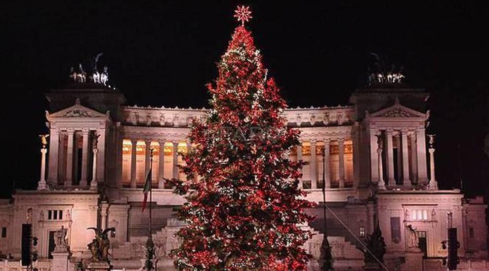 Albero Di Natale Roma 2020.Il Ritorno Di Spelacchio A Roma Sara Ancora Netflix Ad Addobbare L Albero Di Natale In Piazza Venezia