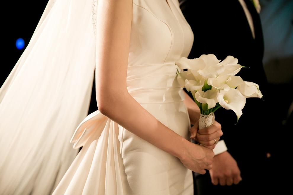 Pranzo Nuziale In Inglese : Sposi offrono il pranzo di matrimonio a 82 senzatetto nel ristorante