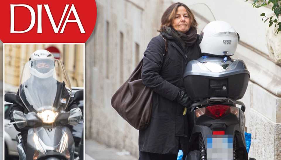 Emanuela mauro la moglie del premier paolo gentiloni che viaggia in scooter news - Diva e donne giornale ...