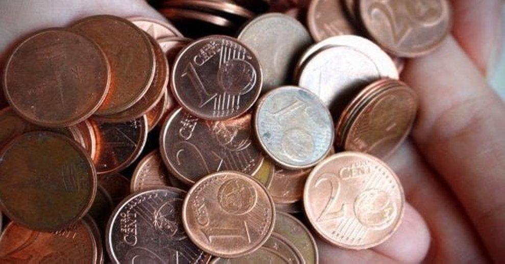 0d706fbe32 Euro, addio alle monetine da 1 e 2 centesimi: catena di supermercati  arrotonda i prezzi, ecco che cosa cambia