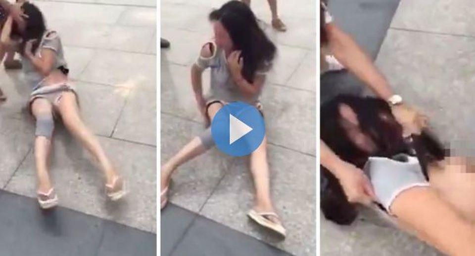 Picchiata e denudata in strada la vendetta choc della moglie sull 39 amante del marito esteri - Donne che fanno il bagno ...