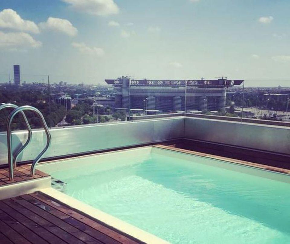 Icardi e wanda nara il mega attico da 400 metri quadri con piscina vista san siro milano - Attico con piscina ...