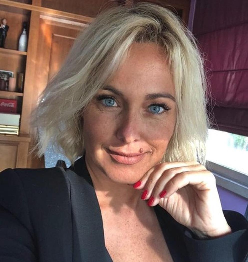 Sonia bruganelli hot la fedelt fisica innaturale e sul sesso lesbo risponde cos news - Sesso lesbo in bagno ...