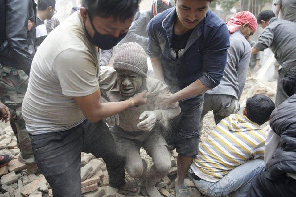 Risultati immagini per stranieri colpiti dal terremoto