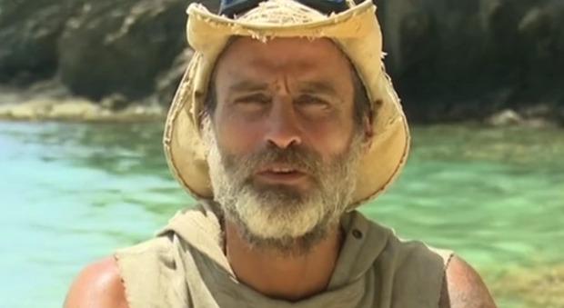 """Isola, Raz Degan choc: """"Tra un po' scatta il cannibalismo..."""". Ecco cosa sta succedendo -Guarda"""