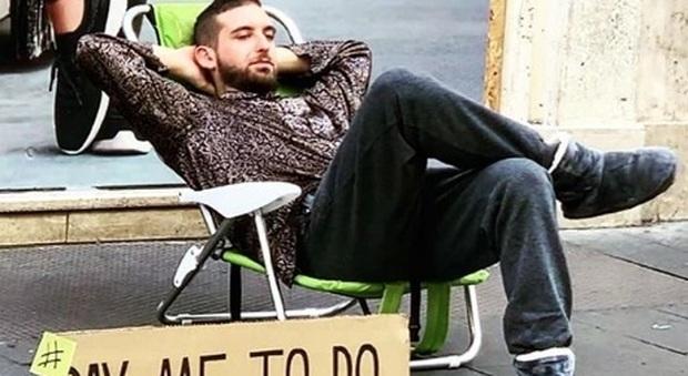 Roma, pagato per non fare niente: chi è Carlo Farina, il ragazzo che  guadagna fino a 80 euro al giorno