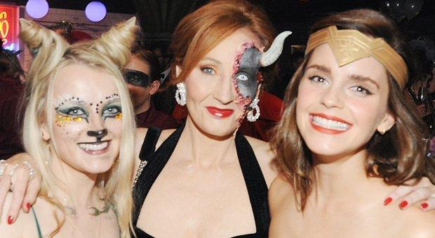Alessia Marcuzzi Backstage Calendario.Emma Watson Leggo It