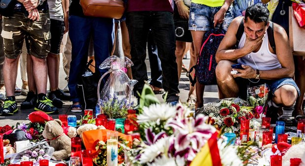 Barcellona, due italiani tra i 14 morti: Bruno Gulotta e Luca Russo. Media: ucciso l'autista autore dell'attentato