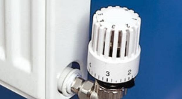 Riscaldamento tra due settimane scatta l 39 obbligo dell for Installazione valvole termostatiche