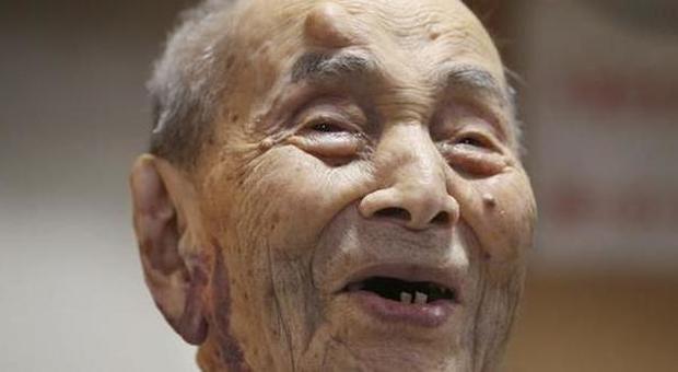 60 anno vecchio uomo datazione 20 anno vecchio