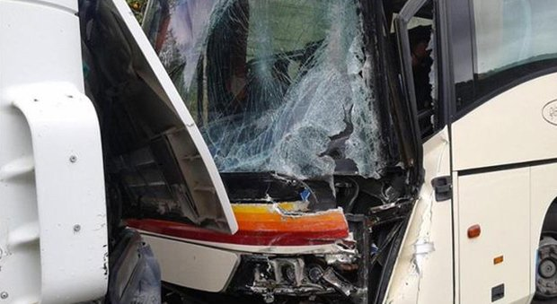 Un incidente tra autobus