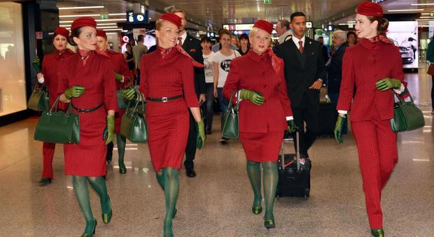 Risultati immagini per alitalia hostess nuove divise