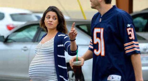 Mila kunis futura mamma extralarge super pancione a spasso con ashton kutcher foto - Ragazze diva futura ...