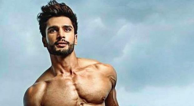 Rohit khandelwal mister mondo l 39 uomo pi bello del pianeta viene dall 39 india news - Il bagno piu bello del mondo ...