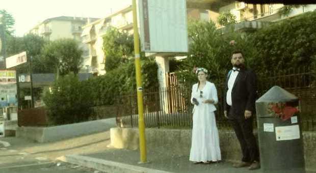 CostGli Impazzisce Sposi L'autobus Low Il Prendono Matrimonio E Web rxodBeCW