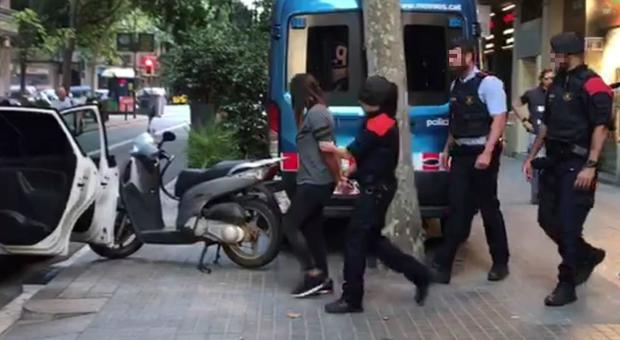 Ristoranti a Barcellona, 14 arresti. Le mani della camorra sulla pizza