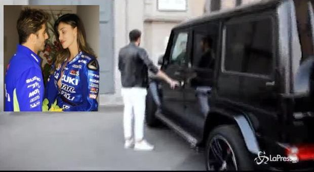 """Iannone, parcheggio selvaggio con il Suv e se la ride: """"Chiedo umilmente scusa"""" -Foto/Video"""
