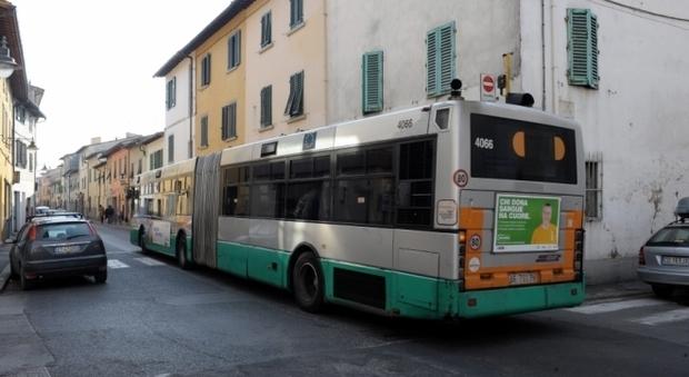 Litiga con l 39 autista alla fermata e viene investito e for Bagno a ripoli firenze bus