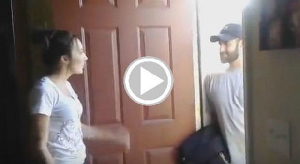 Scopre che il marito chatta su facebook con la migliore - Video marito porta la moglie a scopare ...