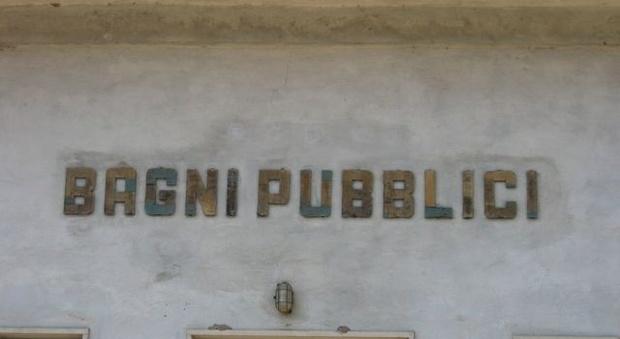 Roma bagni pubblici chiusi ma ora bisogna riaprirli i - Bagni a pagamento ...