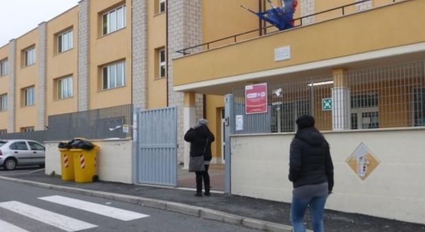 Fuga di gas nella scuola elementare evacuati 200 bambini for Scuola di moda roma