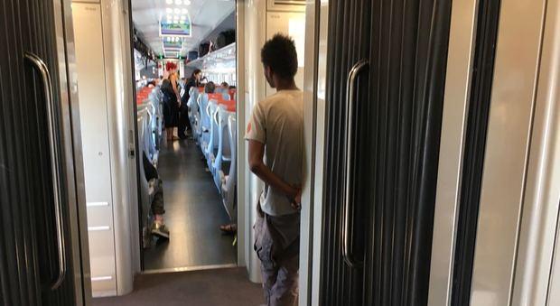 Troppa puzza nel vagone e senza biglietto passeggero - Puzza dallo scarico bagno ...