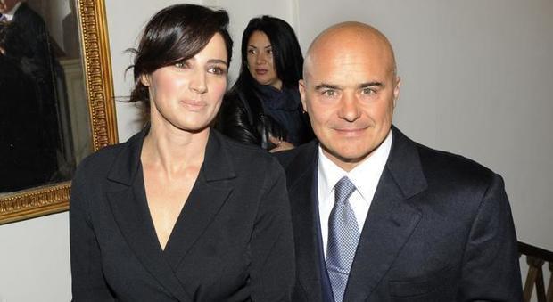 Matrimonio Zingaretti : Luca zingaretti rissa con i paparazzi a milano mentre