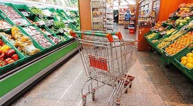 Sciopero degli addetti dei supermarket spesa a rischio in for Costo seminterrato di sciopero