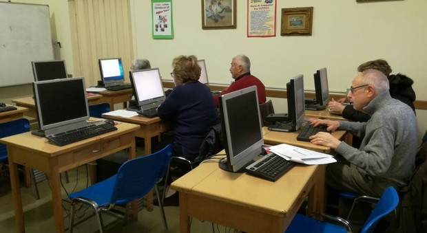 Roma l 39 arredamento dei centri anziani rinnovato grazie a for Arredamento centro scommesse