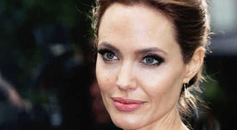 Effetto Angelina Jolie Paura Del Tumore Al Seno E Alle Ovaie C E L Invalidita Per Chi Si Opera