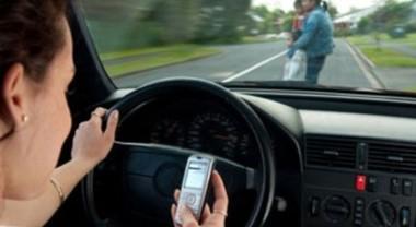 Cellulare alla guida, arriva la stangata: sospensione immediata della patente e multe fino a 2588 euro