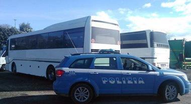Brescia, sale sul pullmann, si siede e si masturba davanti ai passeggeri: nigeriano arrestato