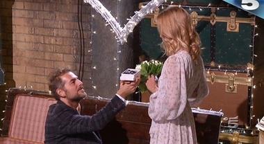 """Proposta di matrimonio al Grande Fratello Vip, Daniele a Filippa: """"Mi vuoi sposare?"""""""