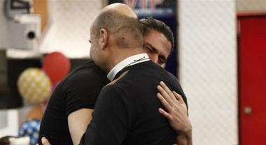 Luca Onestini triste dopo la puntata del Grande Fratello Vip: fan in allarme, c'entra Soleil?