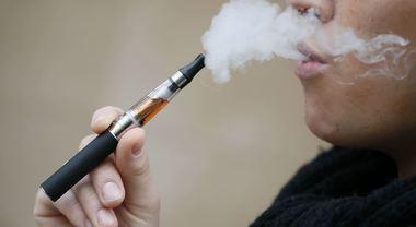 """La sigaretta elettronica pericolosa per la salute: """"Accelera l'invecchiamento"""""""