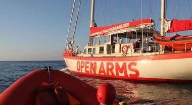 Open Arms, il Tar accoglie il ricorso: «Può entrare in acque italiane». La nave in rotta verso Lampedusa