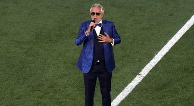 """Andrea Bocelli emoziona allo stadio Olimpico con il """"Nessun Dorma"""" per Euro  2020: social impazziti"""