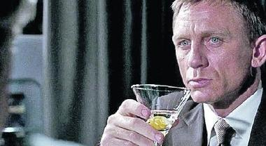 «Mi chiamo Bond, amo bere. Troppo», lo studio rivela: 109 cocktail in 24 film