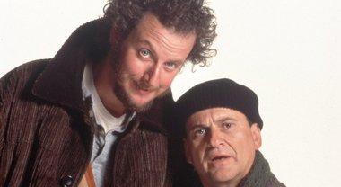 Questi uomini si fingono tecnici per svaligiarvi la casa: ma sono due  attori di Mamma ho perso l'aereo