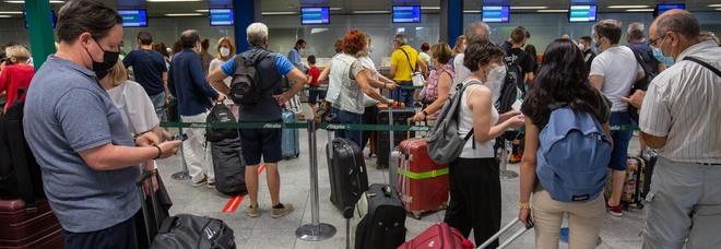 Vacanze in Grecia, italiani bloccati non riescono a partire: ecco perché. «Così ti passa la voglia»