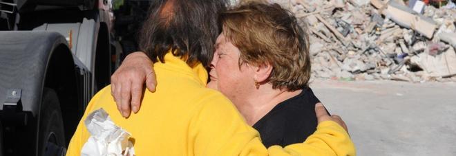 """Carlo, operatore del 118: """"Il terremoto ha ucciso i miei figli: li ho tirati fuori dalle macerie"""""""
