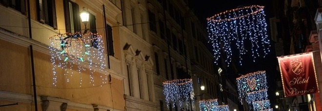White Friday a via del Babuino. Il Natale si accende fra shopping, drink e canti gospel