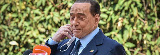 Berlusconi caduto in casa, l'incidente a Roma: «Contusione al fianco, sta bene»