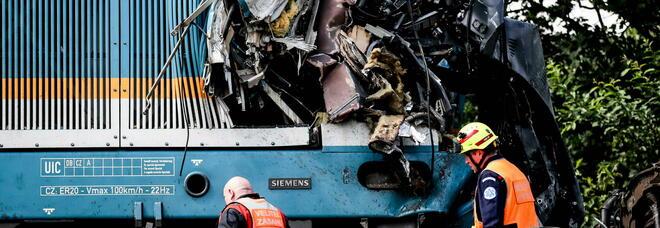 Scontro choc tra due treni: 3 morti e 31 feriti, quattro sono gravi. «Colpa di uno stop non rispettato»