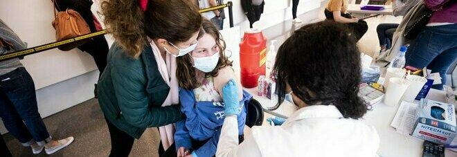Vaccino agli adolescenti, il Tennessee ferma tutta la campagna: «Vietare la seconda dose». Scontro politico