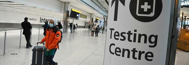 La Gran Bretagna vieta i viaggi all'estero: 5000 sterline di multa ai trasgressori